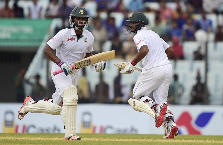 Tamim Iqbal and Mahmudullah did not take many risks, preferring to chip away at Bangladesh's deficit © AFP