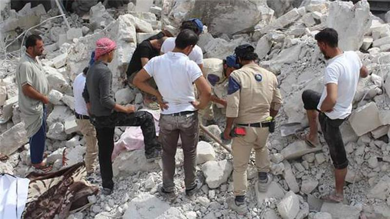 Activists said Russian airstrikes targeted a mosque Idlib's Jisr al-Shoghour, destroying most of it and injuring civilians [Syria Civil Defence]