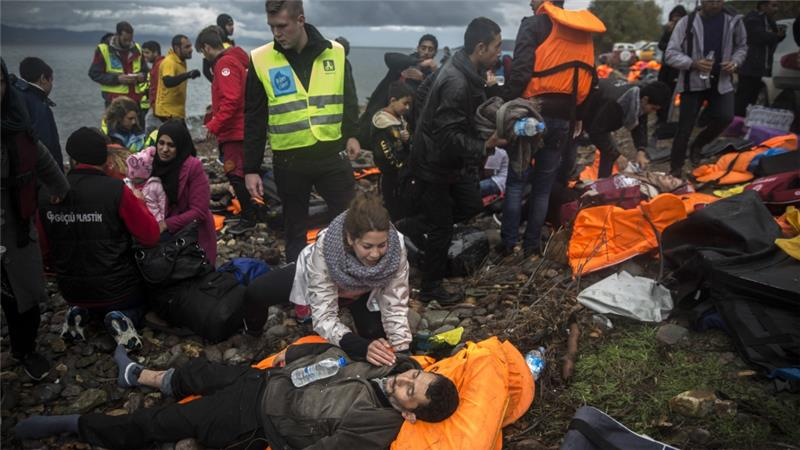 About 5,000 refugees are reaching Europe each day along the so-called Balkan migrant route [Santi Palacios/AP]