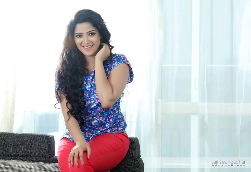 Abhirami Suresh Stills-Images-Photos-Malayalam Actress-Onlookers Media